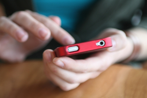 smartphone-hands